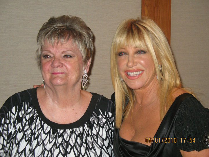 Linda with her famous Facebook Picture with Suzanne Somers